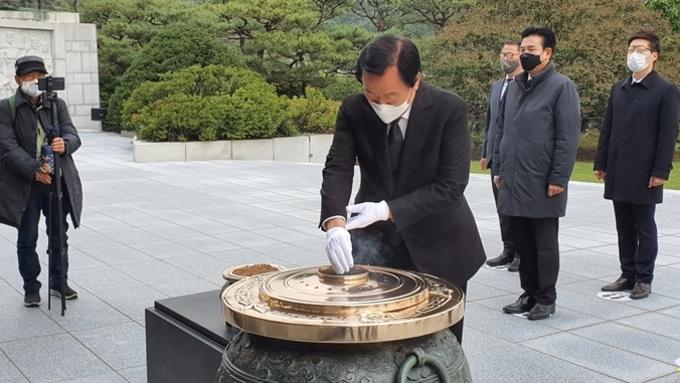 [포토종합] 국민혁명당 김경재 대선후보, 국립현충원 참배